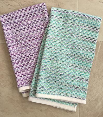 2 Vs towels